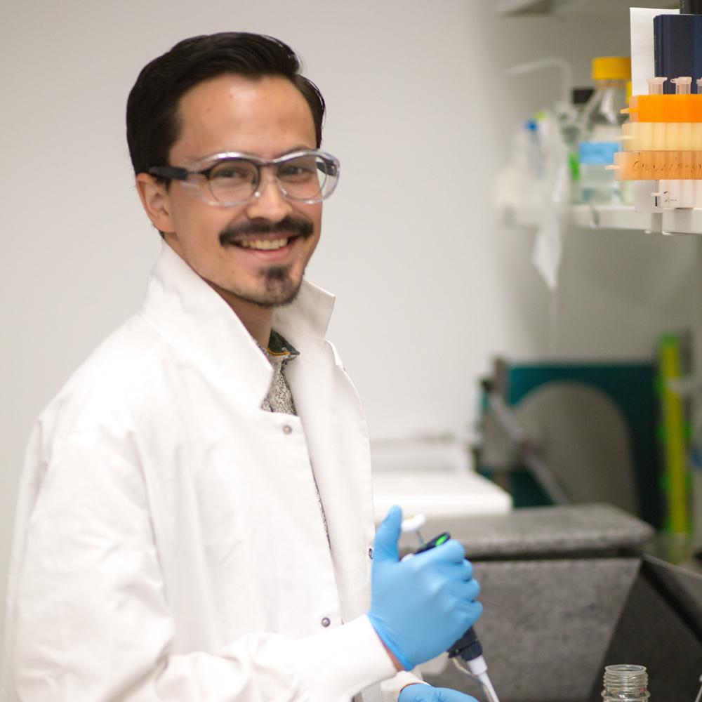 Emmanuel Gonzalez working in a lab